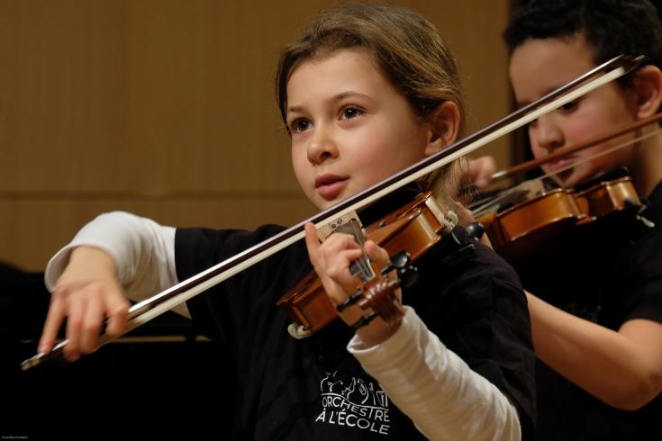 Assises fille violon